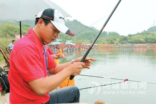 """32岁男子有20年钓龄 钓鱼特厉害 被朋友戏称""""属猫"""" 刘剑波"""
