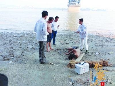 男子南京长江大桥跳江侥幸生还 垂钓者下水救了他