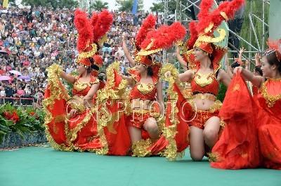 第五届中国升钟湖太阳城信誉节在四川南部县开幕 高清组图