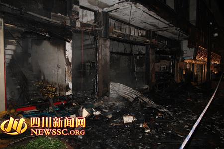 四川达州:一鱼庄突发大火 无人员伤亡
