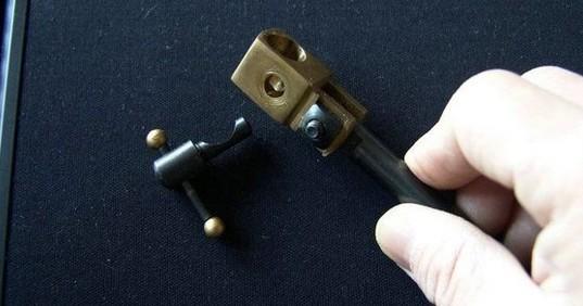 钳头套管锁紧销与钳头支架