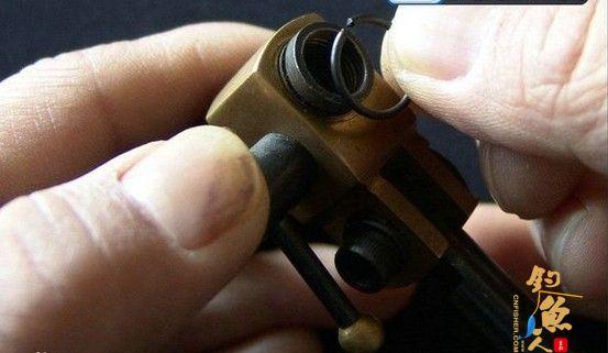 安装套管固定卡簧