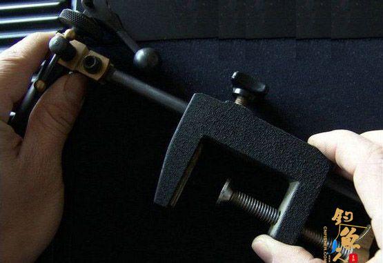 安装台钳卡箍