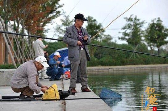 松江公司举办2014秋季垂钓大赛丰富员工生活