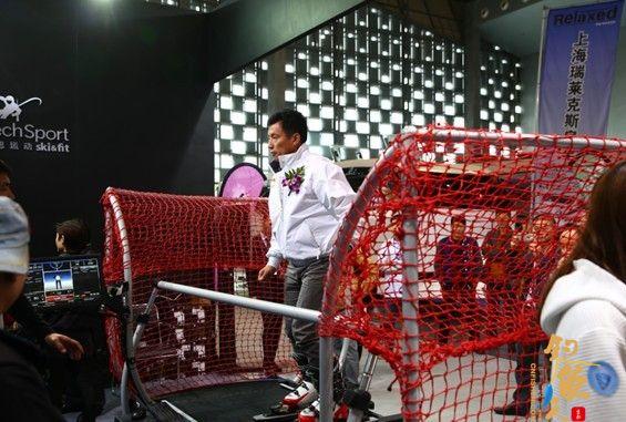 2016上海国际休闲展 航海家郭川亲临体验滑雪模拟器