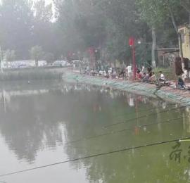 梁山小路镇举行钓鱼比赛,参赛者钓获的鱼全部可带走