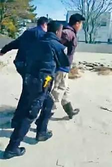 华裔男子因在海滩钓鱼 误入私人领地被捕关押30小时控告7项罪名