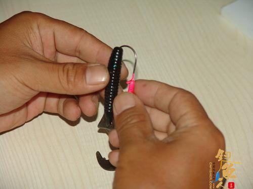 路亚卷尾蛆配铅头钩的组装方法详解
